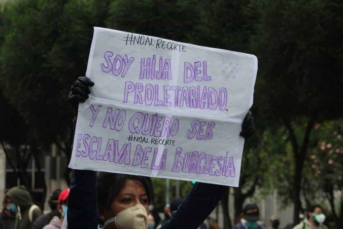 Estudiantes de la Universidad Central protestan contra el recorte a la educación. FOTO: PSO/La Calle.