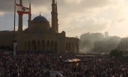 Libaneses protestan contra el Gobierno por las explosiones en Beirut
