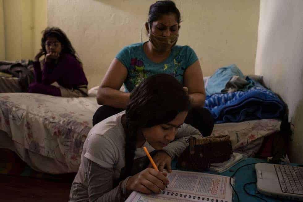 Estudiantes por internet en casa